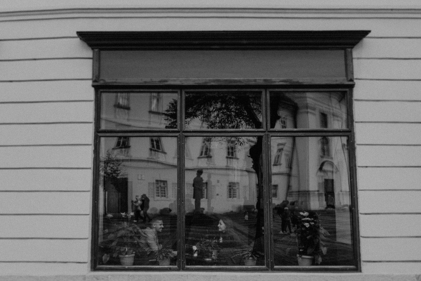 cuplu la geam